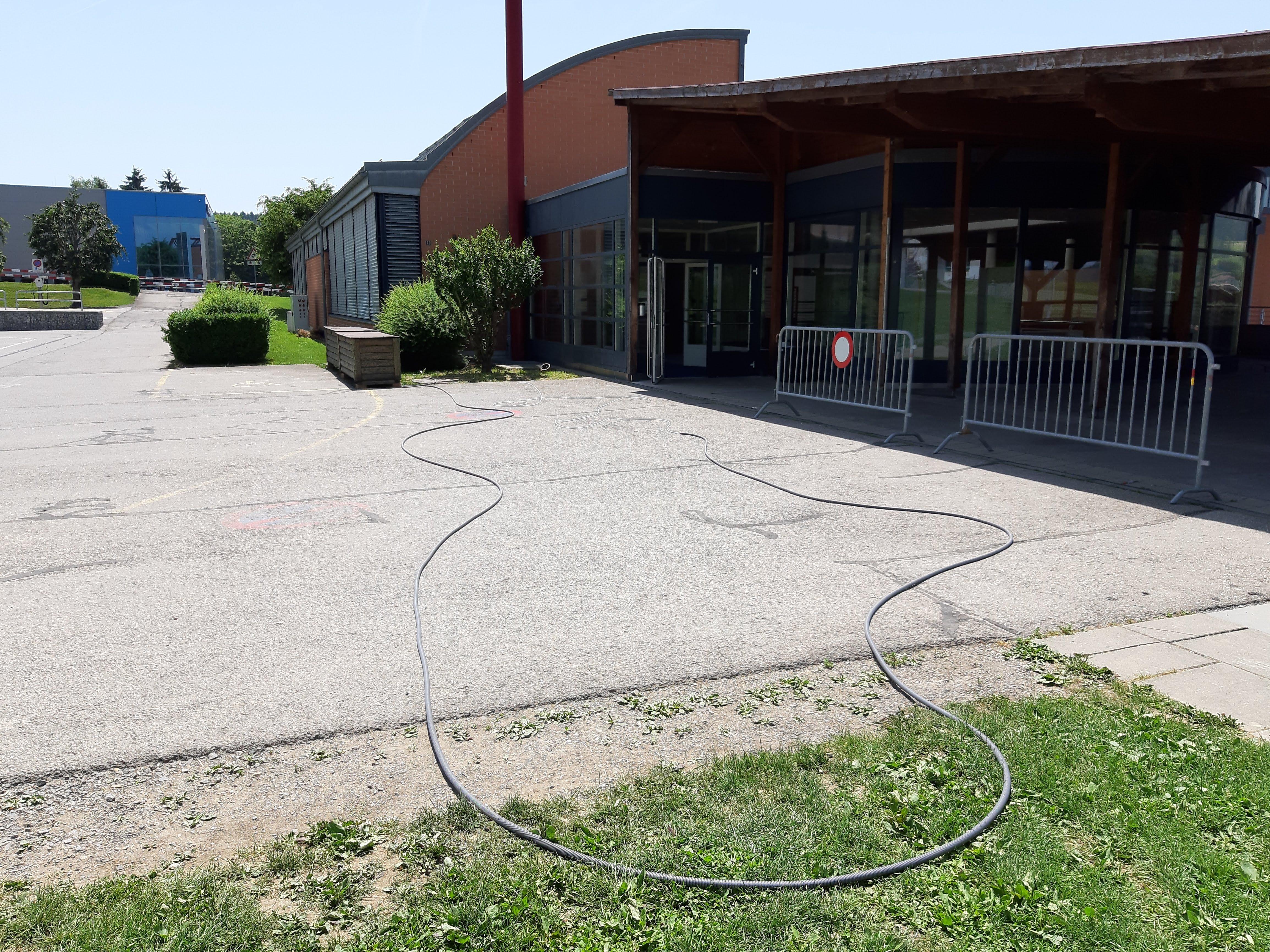 Câblage pour caméras à l'école d'Oron